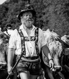 Trachtenhut | Hirte-mit-Allgäuer-Kuhherde-beim-Viehscheid-Gunzesried_-Ausstellungs_Exponat-03