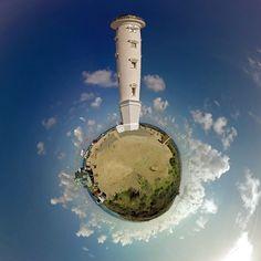 #tinyplanet #Aruba - O farol @californialighthouse_aruba é pequeno mas a vista é gloriosa os tons de azul do mar formam um degradê impossível de ser reproduzido! você já assistiu nossos #videos #360Graus no https://www.youtube.com/comerdormirviajar ??? tem muita coisa sobre Aruba lá! -- -- -- -- -- -- -- -- -- -- #Vlog #VR #360vr #VirtualReality #Video360 #360Video #VirtualTour #360Graus #360Degrees#californialighthouse #aruba_br #OneHappyIsland #arubablue #arubabeach #arubalife…