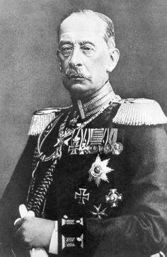 Alfred von Schlieffen (Geboren 28 Februari 1833, Berlijn) was een Duitse generaal die tijdens de eerste wereldoorlog een plan bedacht om een tweefrontenoorlog te voorkomen. Dit plan wordt het von Schlieffen plan genoemd. Dit plan mislukte. De Duitsers dachten dat Frankrijk makkelijk de verslaan was en dat Rusland traag zou mobiliseren. Dit bleek niet waar te zijn. Frankrijk was op de hoogte van de plannen van Duitsland.