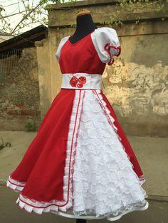 Vestido huasa. Mariela Fritz. 954887289 Dance Outfits, Dance Dresses, Cute Dresses, Kids Lehenga, Kids Fashion, Womens Fashion, Folklore, Halloween Costumes, Cosplay