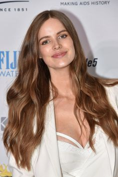 Pin for Later: Elle Fanning's Stunning Beauty Look Is What You're Wearing Tonight Robyn Lawley Model Robyn Lawley attended the Kiehl's LifeRide event in New York with gorgeously glowing skin and long, luxurious locks.