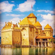 A beautiful view of Chateau de Chillon at Lake Geneva one of most visited castles in Europe. #EuropeDay in blue and yellow!!!  # If you want to be reposted mention us in your pics and tag with #IMtravellers # #Travelling #RTW #Instatravel #TTOT #Travelgram #Instapassport #Mytravelgram#Trip #Vacation #Tourist #Igers #Instago #Igtravel #to #BeautifulDestinations #InfiniteTravel by letsbetravellers