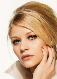 Emilie de Ravin #Australia #celebrities #EmiliedeRavin Australian celebrity Emilie de Ravin loves http://www.kangadiscounts.com