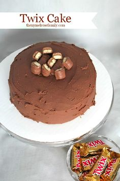 Amazing Twix Cake! Caramel + Chocolate sounds amazing!! ♥