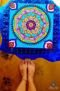 Mandala Indiana criada e pintada a mão em caixa de madeira MDF. Tinta para artesanato Acrilex + caneta POSCA Tamanho 15x15.  Peça única - Disponível para venda.  Mande e-mail para mara.diasmandalaart@gmail.com ou chame no WhatsApp (84) 9913-7629para saber o valor da caixa + frete se você não for de Natal/RN. #INSTAGRAM http://instagram.com/maradiasmandalaart Namastê! ♥