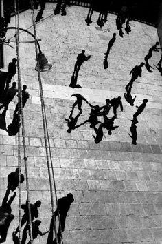 Sergio Larraín Four men form a figure reminiscent of Matisse Dance, Algiers, Original story: Gerrilla War. From Magnum Photos