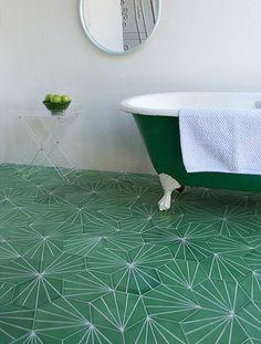 зеленая ванная, геометрический пол