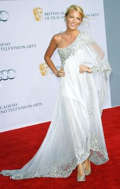 Kate Hudson in white gown. Gorgeous ~ eCityLifestyle.com