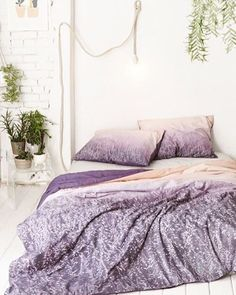 ☆VIA @urbanoutfitters ☆#bedroom #habitacion #chambre #bohodecor #boho #bohemian #textiles #purple #lilac #lila ☆#iolandapujolpinterest ☆#srtapepistumblr ☆