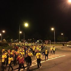 Hundreds of people have turned out for Darkness into light in Dungarvan. The support down here is unbelievable! #Dungarvan #DIL2017
