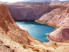 En Parque Timna se podrá encontrar un lago artificial en medio del desierto, por el cual se puede pasear con un bote de remos.
