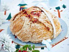 Puolukkainen pataleipä Bread Board, Deli, Scones, Healthy Recipes, Healthy Food, Rolls, Baking, Sweet, Breads