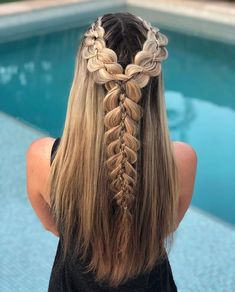 Enjoy the beauty with tails and braids in female hair We Love Shiny Silky Smooth Hair We Love Bob Haircuts We Love Lovely Female Celebrity We Love Ponytail & Pigtail & Braids We Love Updo & Wedding. Fishtail Hairstyles, Pretty Hairstyles, Girl Hairstyles, Pelo Ulzzang, Five Strand Braids, Braided Prom Hair, Modelos Fashion, Brown Blonde Hair, Beautiful Braids
