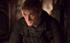Check out a pair of new pictures from The Hunger Games: Mockingjay - Part 2 featuring Josh Hutcherson as Peeta and Liam Hemsworth as Gale. Hunger Games La Révolte, Hunger Games Mockingjay, Katniss And Peeta, Mockingjay Part 2, Hunger Games Catching Fire, Hunger Games Trilogy, Katniss Everdeen, Josh Hutcherson, Jennifer Lawrence