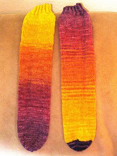 Knitting Basics, Loom Knitting Projects, Knitting Socks, Knit Socks, Beginner Knitting, Baby Knitting, Knitted Socks Free Pattern, Knitting Patterns Free, Knit Patterns