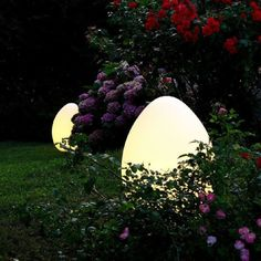 Egg Shaped Outdoor Solar Lighting Design Idea