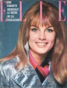 Elle 12 janvier 1967 Jean Shrimpton porte un manteau Michèle Rosier photographiée par Terence Donovan