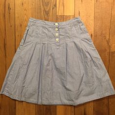 J. Crew striped cotton skirt size 0 Soft cotton fabric. Button front. Side pockets (oh, yes-- this is a cute skirt WITH POCKETS!). J. Crew Skirts A-Line or Full