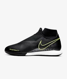 The Nike Phantom Vision Academy Dynamic Fit IC provides the precise touch to win small-sided glory, wherever the game finds you. A Ghost Lace system provides secure lockdown while a textured instep is always ready to receive, turn and score.