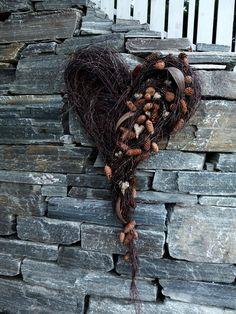 Stort hjerte av hengebjørk – fleurs Christmas Wreaths, Christmas Decorations, Cute Home Decor, Bald Eagle, Weaving, Inspiration, Design, Gardens, Landscaping