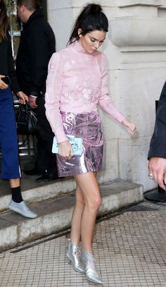 Kendall Jenner wearing a sheer pink blouse, metallic skirt and booties to the Shiatzy Chen show during Paris Fashion Week. Kendall Jenner Estilo, Kendall Jenner Outfits, Look Fashion, Girl Fashion, Fashion Tips, Fashion Trends, Paris Fashion, Classy Fashion, Fashion Edgy