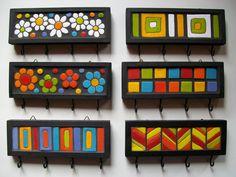 De madeira com decoração na técnica de mosaico.      20 x 7 cms. de diâmetro