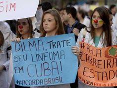 """""""Médicos"""" protestando contra o governo Dilma. Agora serão golpeados pela PEC 241. Pior que não da nem pra dizer bem-feito, porque todos seremos prejudicados, e não só eles."""