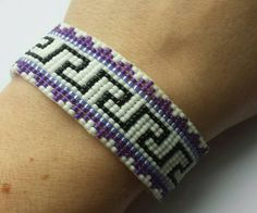 Bekijk dit items in mijn Etsy shop https://www.etsy.com/nl/listing/279900622/aztec-style-beadwoven-bracelet