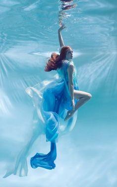 Feels like a heaven Underwater Model, Underwater Photoshoot, Underwater Pictures, Underwater Art, Dance Photography, Underwater Photography, Creative Photography, Portrait Photography, Water Shoot