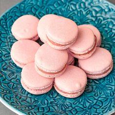 Läckra macarons är fina att garnera en tårta med eller att servera som de är. Easy Delicious Recipes, Yummy Food, Fika, Macarons, Homemaking, Cake Toppers, Diy And Crafts, Cheesecake, Cupcakes