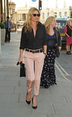 Kate Moss in pink cropped trousers & black shirt - love these trousers!!!