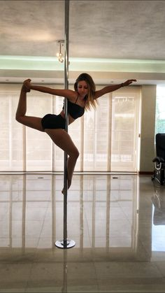 Trendy Pole Dancing Photography Posing Ideas - Fitness and Exercises, Outdoor Sport and Winter Sport Pole Fitness Moves, Pole Dance Moves, Pole Dancing Fitness, Dance Poses, Dance Photography Poses, Dance Choreography, Dance Fitness, Pool Dance, Ballerina