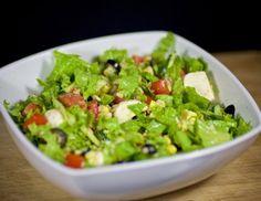 Салат с тунцом консервированным – готовится быстро, легкое питательное блюдо, полное полезных свойств. Годится для диеты и на праздник