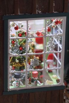 50 Christmas Village Window Display Ideas - Home to Z Christmas Shadow Boxes, Christmas Window Display, Christmas Room, Christmas Scenes, Christmas Minis, Christmas Villages, Vintage Christmas, Christmas Crafts, Christmas Decorations