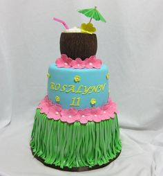 Bottom- 8, top- 6, coconut- RKT. All covered with fondant. For grass skirt, I used fondant/gumpaste mix and added two layers of grass. Then I airbrushed it with luster dust to give it a shine. Coconut, I make lines in fondant and then scraped it when it was a bit dry to give it the coconut shell look.