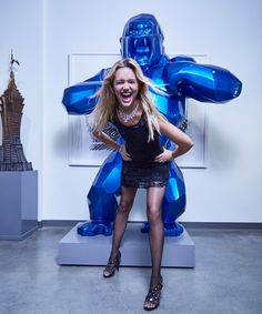 Badgley Mischka dress, Woolford hosiery, Jimmy Choo pump, white 18k gold and white diamonds necklace and bracelet OC LIMITED by Orianne Collins Jewellery. Artwork: Richard Orlinski, Giant Blue Kong and The statue of the Empire State Building: Alain Godon