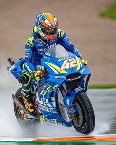 Roket Motocross — Rain or shine Motorcycle Dirt Bike, Motorcycle Types, Valentino Rossi, Motocross, Suzuki Bikes, Custom Street Bikes, Bike Pic, Suzuki Hayabusa, Super Bikes
