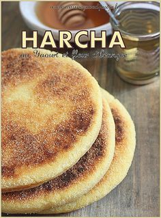 Harcha Moroccan galette with yogurt and orange blossom Tunisian Food, Algerian Recipes, Algerian Food, Salty Foods, Ramadan Recipes, Arabic Food, Croissants, My Recipes, Good Food