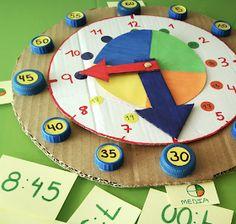 AYUDA PARA MAESTROS: Cómo hacer un reloj con material reciclado para que nuestros alumnos aprendan las horas Math Crafts, Preschool Crafts, Crafts For Kids, Math Projects, Toddler Learning Activities, Preschool Activities, Learning Clock, Clock Craft, Clock For Kids