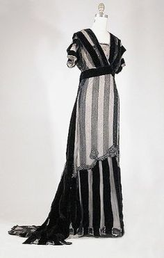 Evening dress by House of Worth, ca 1910 Paris