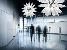 Glas-Kronleuchter FLO eignet sich perfekt für Licht-Installationen