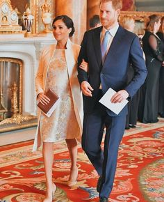 Prince William, former Kate Middleton, Prince Harry and Meghan Markle celebrate Prince Charles' anniversary of investiture as Prince of Wales Prinz Harry Meghan Markle, Meghan Markle Prince Harry, Prince Harry And Megan, Harry And Meghan, Meghan Markle Stil, Estilo Meghan Markle, Beauty And Fashion, Royal Fashion, Fashion Looks