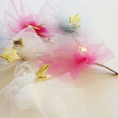 Hair Pin - Tulle & Stars - cute idea for a little girl's birthday party. Fun Crafts, Crafts For Kids, Cute Birthday Ideas, Barrettes, Hairbows, Star Hair, Happy Party, Little Girl Birthday, Bow Accessories