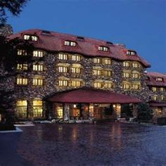 The Grove Park Inn in Asheville, North Carolina. It's historic, has an award-winning spa and some of the best views in Asheville. A must visit! Haunted Hotel, Haunted Places, Spooky Places, Grove Park Inn Asheville, Great Places, Places To Go, Beautiful Places, Beautiful Hotels, Ashville Nc