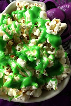 """For Halloween, Nova Scotia-based Suzie Ridler of Suzie the Foodie created a Ghostbusters-inspired recipe for Ectoplasm Slimed Popcorn. It consists of """"old school"""" popcorn topped with a green slime . Monster Party, Halloween Treats, Halloween Fun, Halloween Popcorn, Halloween Table, Halloween Snacks, Holidays Halloween, Ghostbusters Birthday Party, Watch Ghostbusters"""