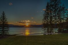 Relax at The Coeur d'Alene Resort on the shore of Lake Coeur d'Alene and enjoy idyllic landscape, year-round activities and luxurious accommodations. Coeur D Alene Resort, Coeur D'alene, Pacific Northwest, Idaho, Paths, Natural Beauty, Coastal, Beautiful Places, Sunset