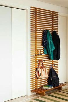 Garderobe Flur A runway to keep the house organized # maintain # runway Buying Diy Furniture, Furniture Design, Furniture Storage, Outdoor Furniture, Apartment Entrance, Ikea Design, Diy Casa, Mudroom, Home Organization