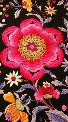 Antigüedades: MANTÓN DE MANILA ANTIGUO - Foto 4 - 42970110 Mexican Embroidery, Lace Embroidery, Embroidery Patterns, Chinese Fabric, Embroidery Suits Design, Textile Fiber Art, Bright Flowers, Floral Illustrations, Japanese Embroidery