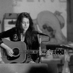 Kristen Stewart Plays Guitar: Writing Sad Songs About RobertPattinson?