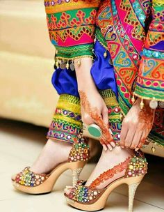 33 Ideas Wedding Shoes Indian Mehndi For 2019 Pakistani Dresses, Indian Dresses, Indian Outfits, Afghan Clothes, Afghan Dresses, Stylish Dpz, Stylish Girl, Bridal Sandals, Wedding Heels